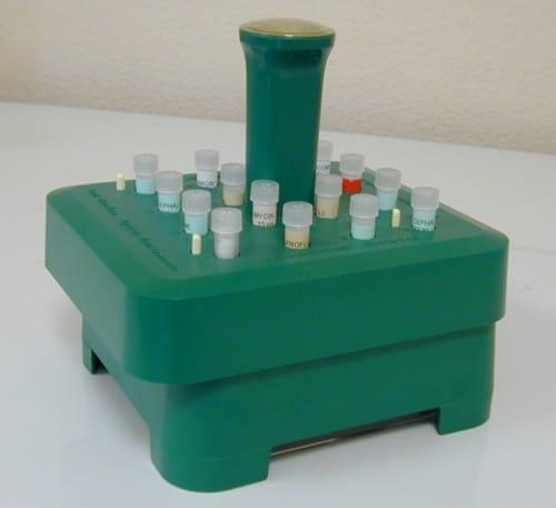 Distributeur 16 disques d'antibiotiques